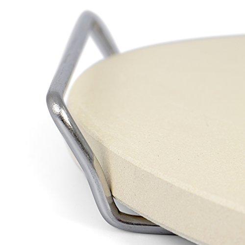 Rustler Pizzastein- Brotbackstein ø26 cm mit Edelstahl-Gestell  für Pizza Flammkuchen frischem Brot Brötchen Quiches und Kuchen  für Backöfen Holzkohle- und Gasgrills geeignet